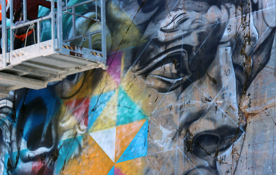 Fase di realizzazione murales Eduardo Kobra