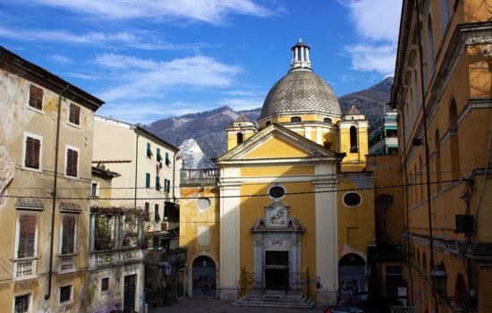La Chiesa del Suffragio nel centro storico di Carrara